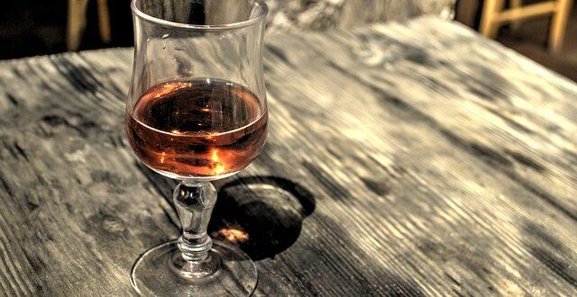 Στο υπ. Οικονομικών το «μπαλάκι» για τον ΕΦΚ στο κρασί