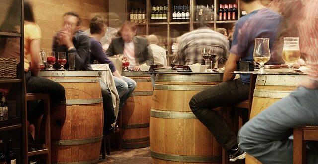 Πτώση της κατανάλωσης οίνου δείχνουν οι αριθμοί – Διαφορετική η πραγματική εικόνα