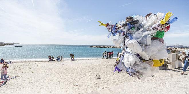 """4,3 δισ. πλαστικές σακούλες δίνουν την """"πρωτιά"""" στους Έλληνες"""