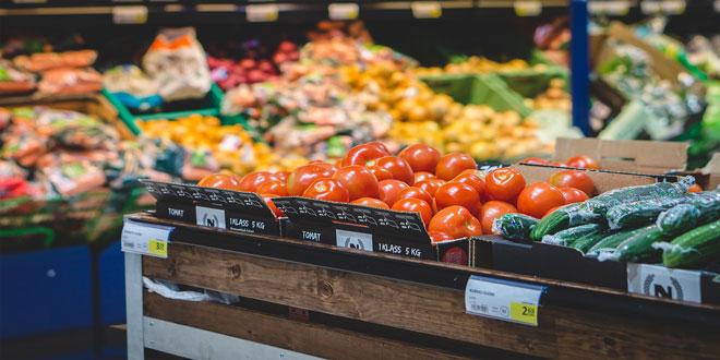 Μοιρασμένες στα δυο οι πωλήσεις στο λιανεμπόριο τροφίμων
